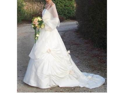 Robe de mariée ivoire d'occasion avec étole et jupe