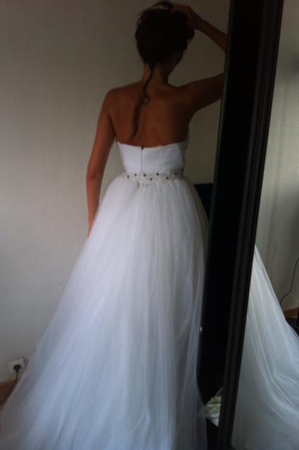 Robe de mariée toute neuve col coeur tulle et traine