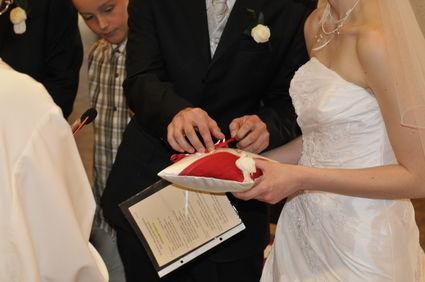 Robe de mariée originale Miss Kelly + jarretière blanche et rouge