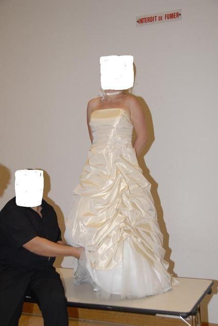 Robe de mariée d'occasion avec écharpe + collier