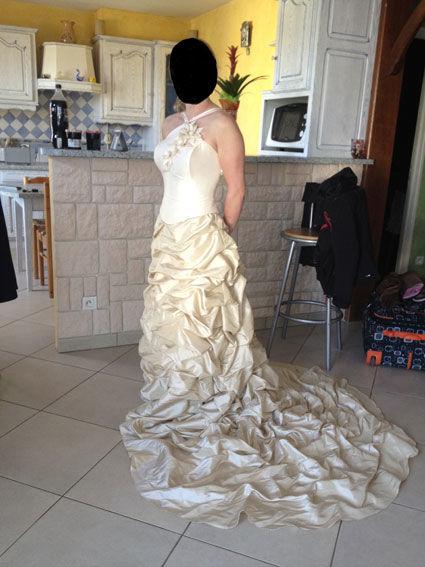 Robe de mariée pas cher ivoire cappuccino 2012 - Occasion du Mariage