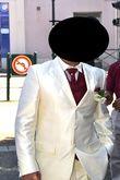 costme ivoire avec gilet et cravate bordeau  - Occasion du Mariage
