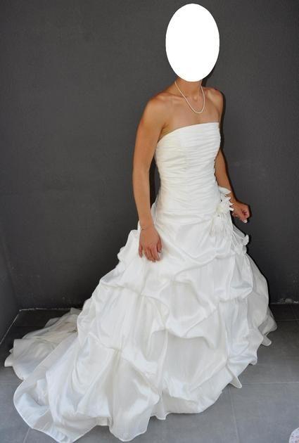 Robe de mariée d'occasion avec mitaines et coussin d'alliances