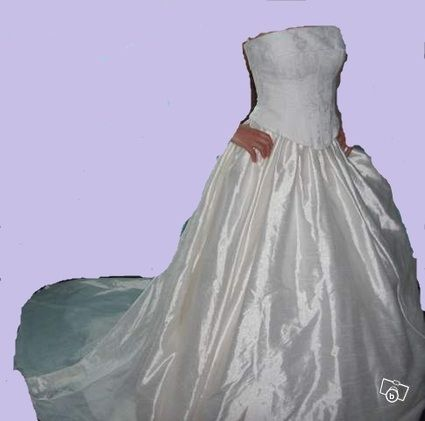 Robe de Mariée ivoire avec bustier, jupe, traine et voile d'occasion 2012